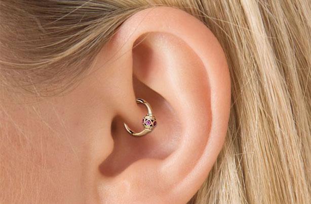 piercing-daith-pomaga-w-migrenie