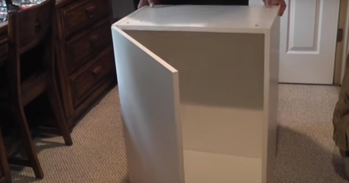 Kupił 7 szafek kuchennych w sklepie IKEA i zrobił z nich coś w sypialni swojej córki. Ale kreatywne!