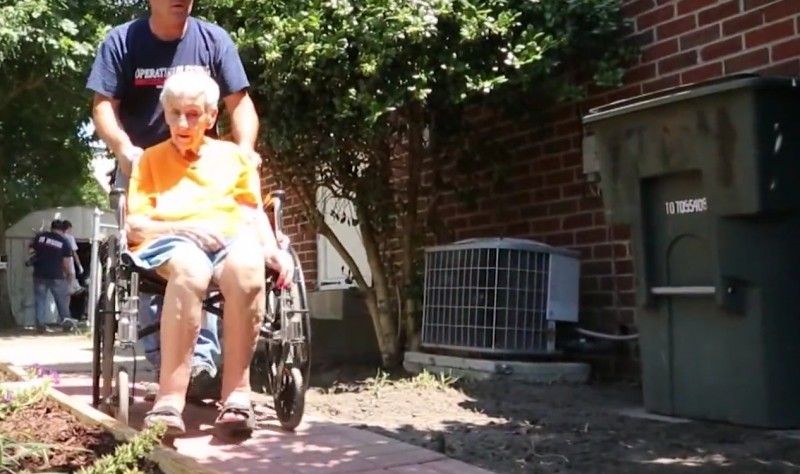 sasiedzi skarzyli sie na starsza kobiete (3)