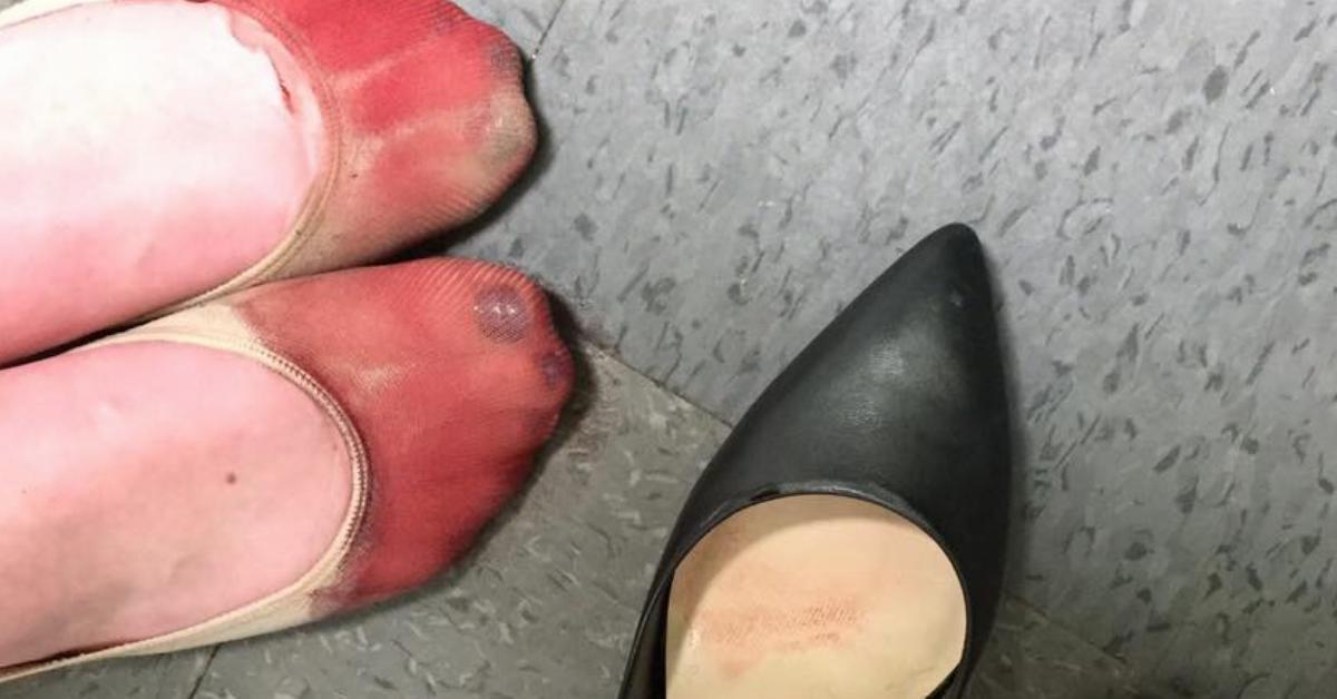 W trakcie pracy odpadł jej paznokieć u stopy. Zachowanie przełożonego wkurzyło jej koleżankę