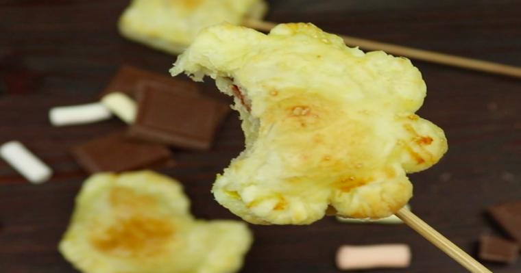 Lizako-ciasteczka z ciasta francuskiego z czekoladą i piankami. Dzieci będą nimi zachwycone!