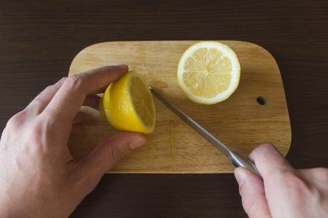 10 zaskakujących trików, które przyspieszą sprzątanie. Bez środków chemicznych!