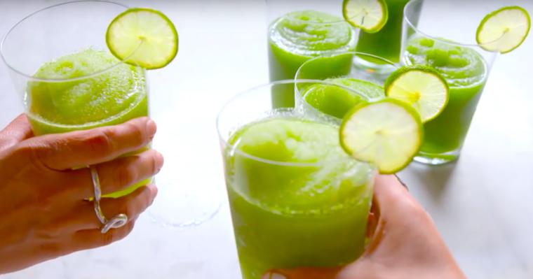 Przepyszne lodowe mojito – idealny drink, który orzeźwi każdego podczas zbliżających się wakacji.