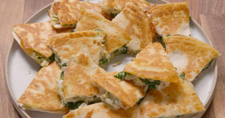 Wspaniałe danie kuchni meksykańskiej – quesadilla ze szpinakiem i karczochami. Mmm, pyszności!