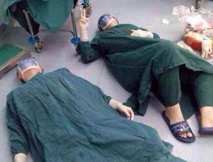 wycienczeni lekarze