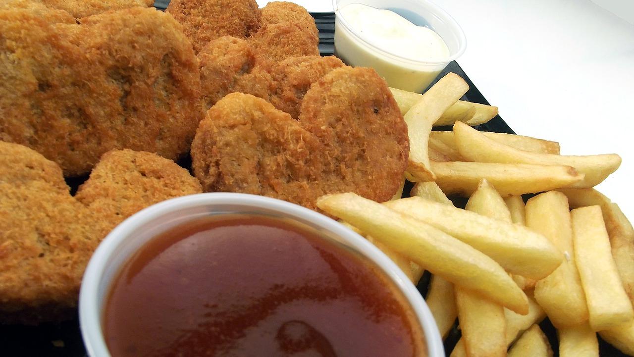Jak zrobić nuggetsy z kurczaka prostym, domowym sposobem?