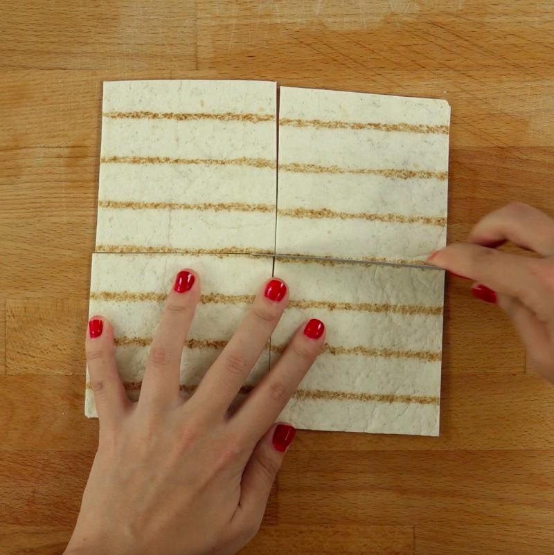 Każdy powstały kwadrat przetnij na 4 mniejsze kwadraty.