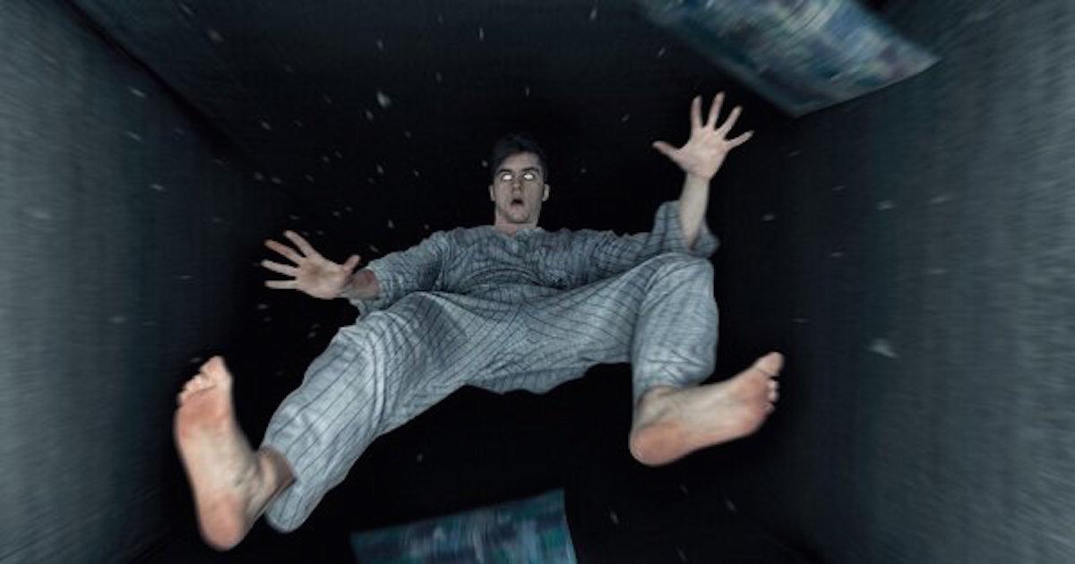 Znasz to uczucie, kiedy zasypiasz i czujesz, jakbyś nagle spadał w przepaść? Wiemy, skąd się to bierze!