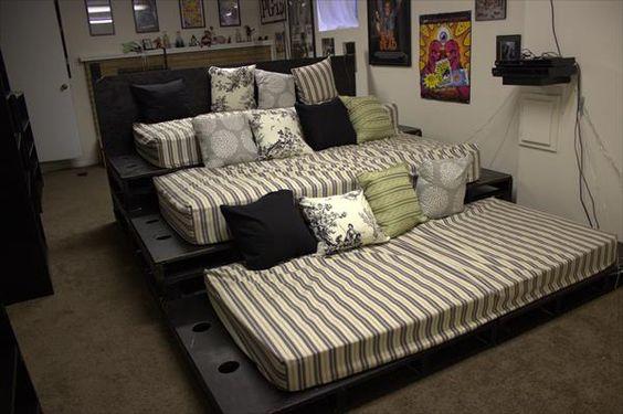 Przytulne kino domowe może znaleźć się w Twoim domu. Szybki i łatwy projekt do zrobienia!