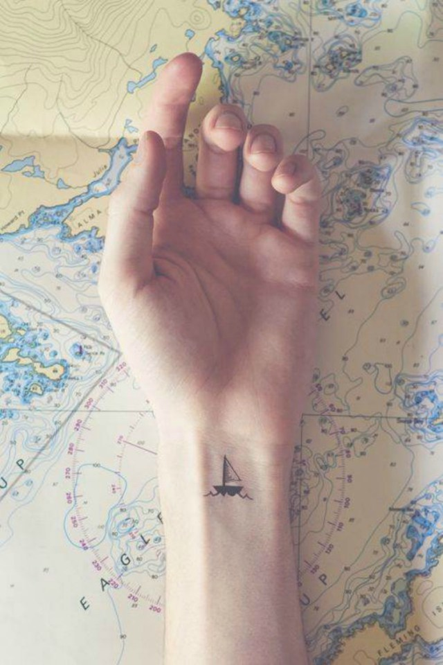 Małe tatuaże, które mają wielkie znaczenie. Ich rozmiar nie przeszkadza w tym, że są wyjątkowe!