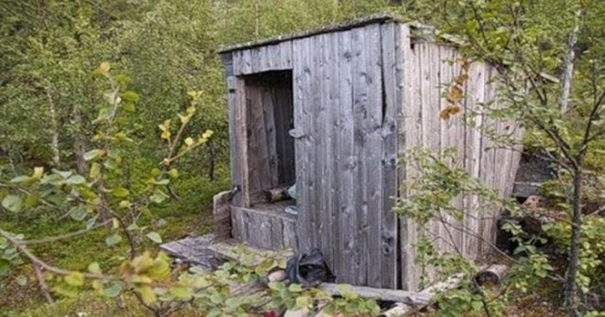 Fotografka odnajduje rozpadający się domek w środku lasu. Wewnątrz dokonuje niesamowitego odrycia