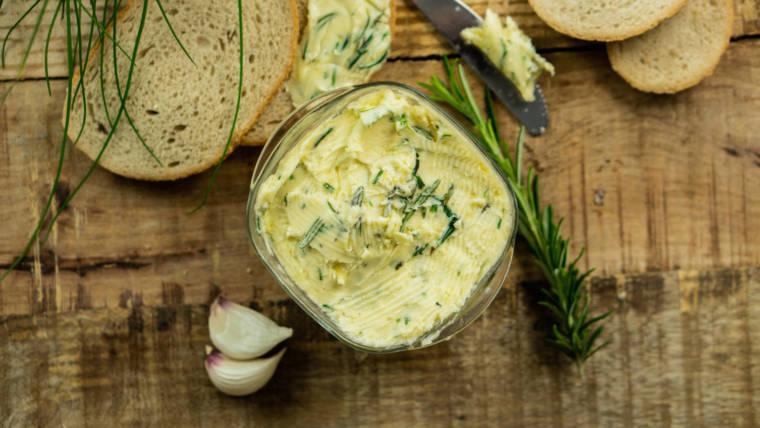 jak zrobić masło czosnkowe