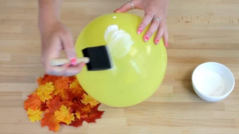 Ta jesienna dekoracja z liści powstanie przy użyciu tylko 3 produktów. Nie uwierzysz, jakie to łatwe