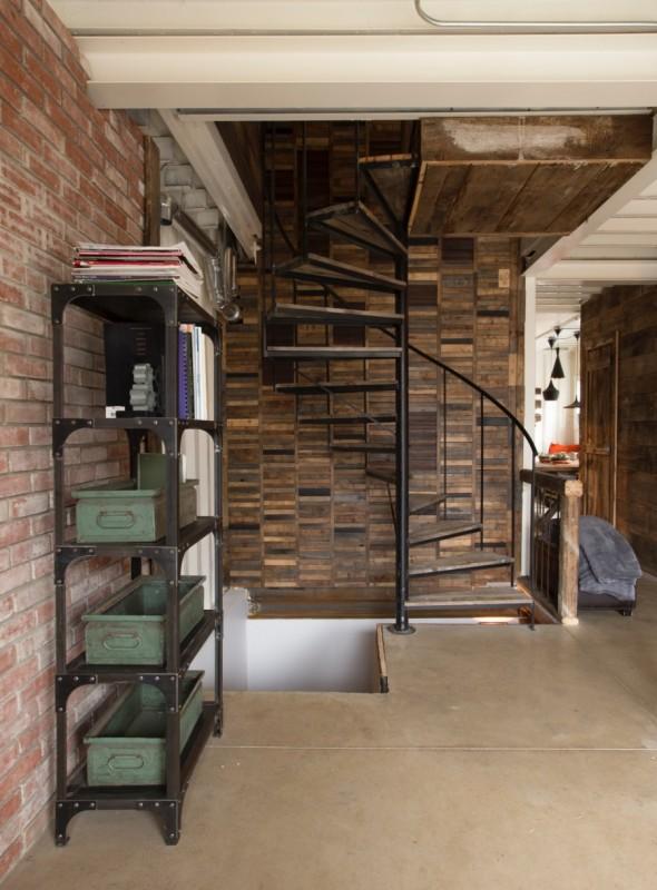 Kobieta wybudowała dom ze starych kontenerów. Jego wnętrze wygląda przepięknie!