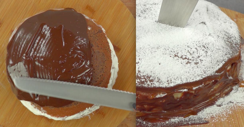 Na koniec zajmiemy się przygotowaniem polewy. W tym celu podgrzej śmietanę wraz z cukrem i doprowadź ją do wrzenia. Następnie zalej mieszanką czekoladę w kostkach wraz z łyżką masła. Mieszaj tak długo, aż polewa będzie miała jednolitą konsystencję. Pozostaw do ostygnięcia, a następnie nasmaruj polewą wierzch i boki tortu. Na koniec posyp tort z wierzchu cukrem pudrem.