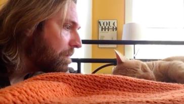 Kot budził go codziennie o 4 nad ranem. Mężczyzna postanowił zemścić się na futrzaku