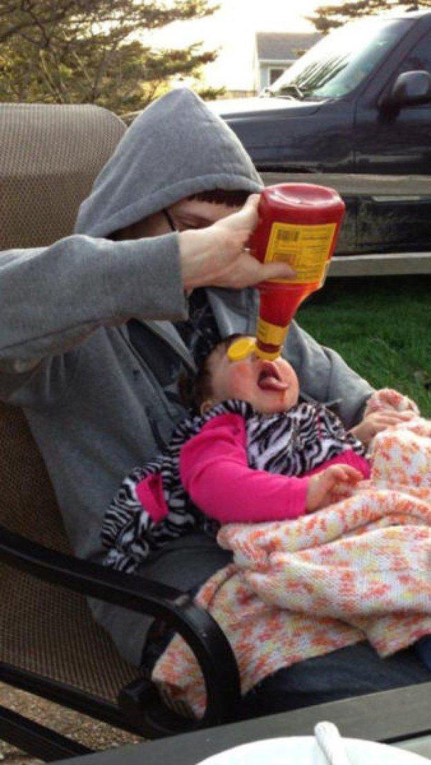 15 zdjęć, które dowodzą, że zostawianie dziecka samego z tatą może być dość ryzykowne