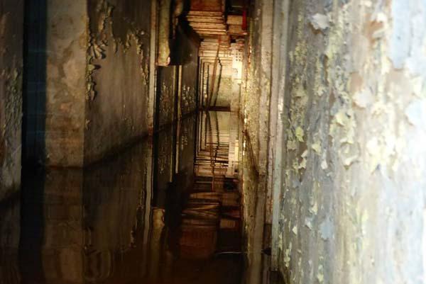 Niektóre z głównych korytarzy i pomieszczeń zostały zalane.