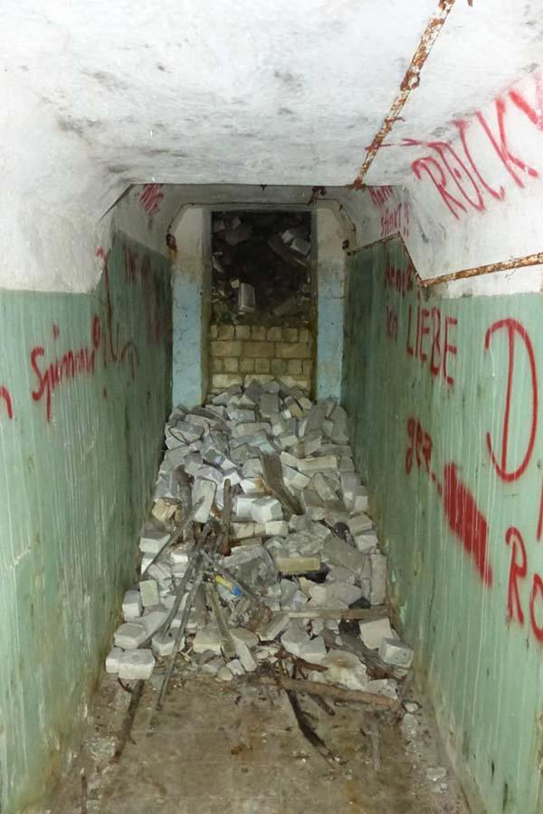 I drugi, na którym widać graffiti.