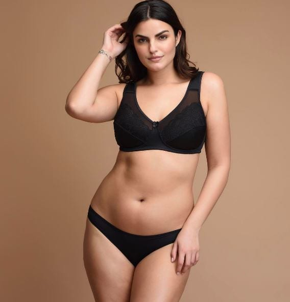 Modelka upublicznia zdjęcia sprzed lat i te aktualne. Ujawnia szokującą prawdę na temat swojego ciała