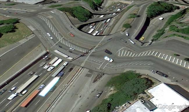 18 dziwnych zdjęć znalezionych na Google Earth, które totalnie Cię zaskoczą. Co to za drogi?!