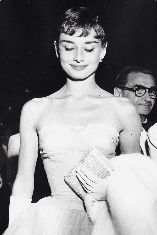 Audrey Hepburn na premierze filmowej, 1953 rok.