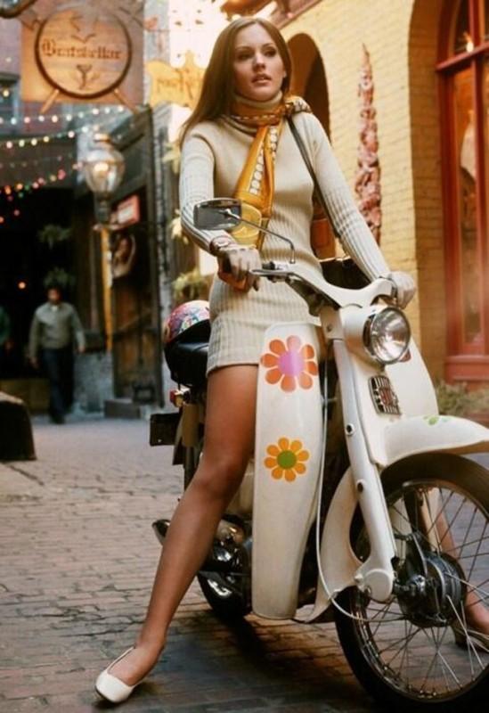 Dziewczyna na skuterze, 1969 rok.