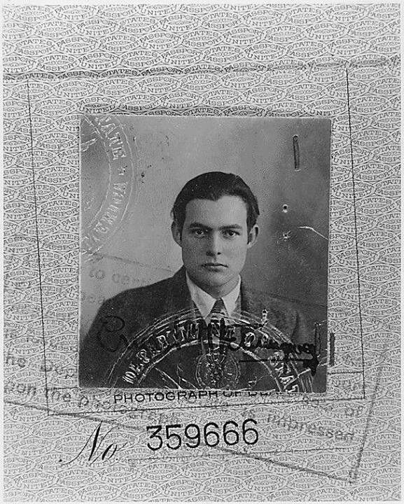 Zdjęcie paszportowe młodego Ernesta Hemingwaya, 1923 rok.