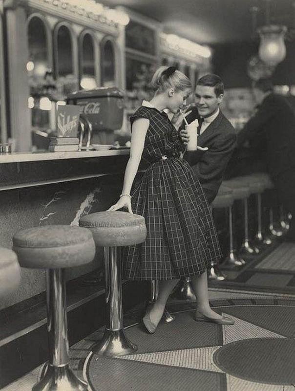 Pierwsza randka w barze mlecznym, lata 50-te.