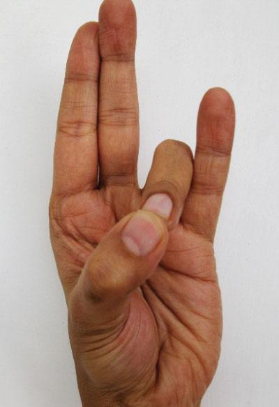Ból głowy, stawów i lęki znikną dzięki starej indyjskiej metodzie leczenia dłońmi