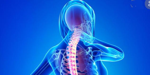 Oto złe nawyki, które prowadzą do bólu i zwyrodnienia odcinka szyjnego kręgosłupa