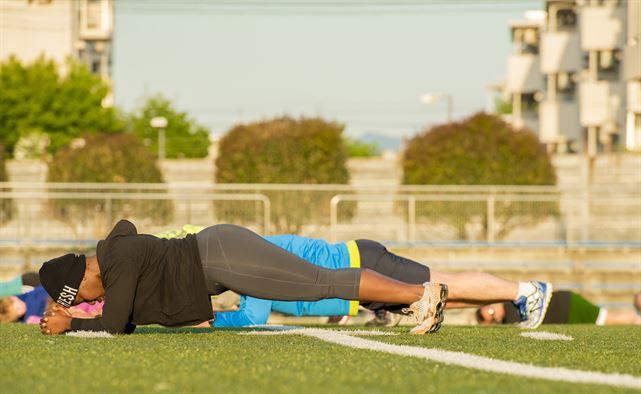 """Te 6 pozytywnych zmian zauważysz w swoim ciele dzięki ćwiczeniu """"deski"""""""