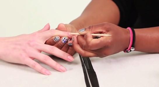 To podstawowe informacje na temat malowania i pięlęgnacji paznokci, o których powinnaś wiedzieć