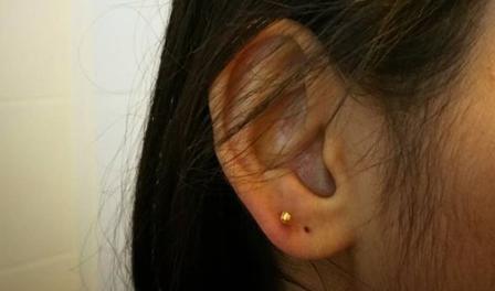 5 powodów, dla których decyzję o przekłuciu uszu małemu dziecku, lepiej odłożyć na później