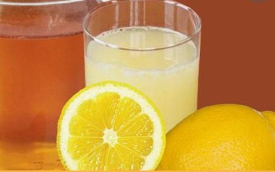 8 domowych sposobów na pokonanie bólu gardła. Nie potrzebujesz tabletek