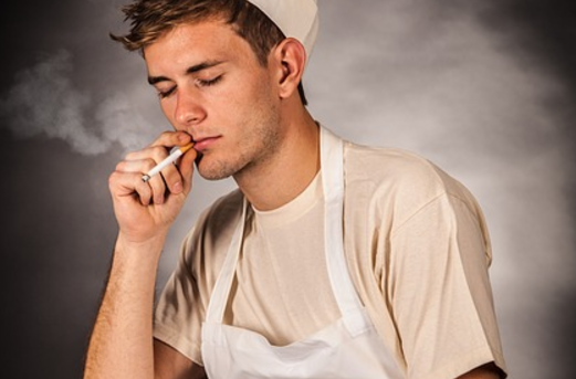 5 rzeczy, których nie należy robić po posiłku. Nieświadomie szkodzimy zdrowiu