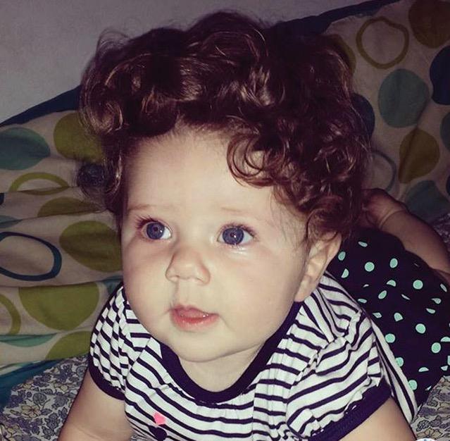 15 maluchów z bujną czupryną. Już od najmłodszych lat mogą pochwalić się wyjątkową fryzurą