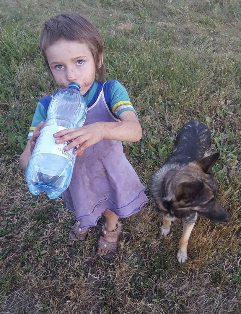 Na ulicy zobaczył biegnącą 4-latkę. Uciekała przed piekłem, które działo się w jej domu