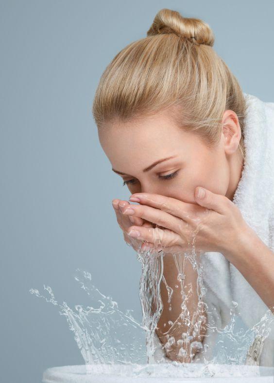 To, którą część ciała myjesz jako pierwszą, zdradza więcej, niż może Ci się wydawać