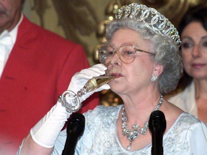 12 niecodziennych zasad, których muszą przestrzegać członkowie rodziny królewskiej