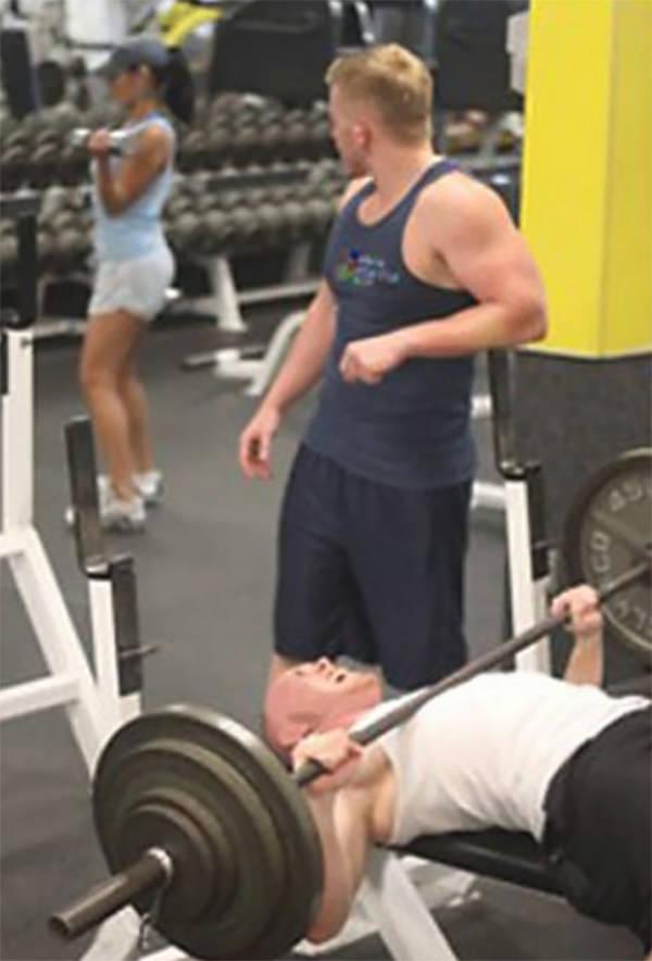 23 zabawne zdjęcia, które dokładnie pokazują czego nie powinno się robić na siłowni