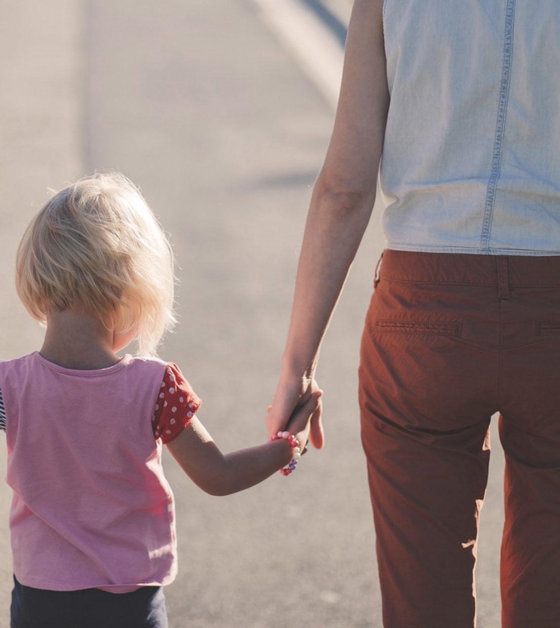 """Obca kobieta osaczyła mamę z córeczką w sklepie. Wyszeptała: """"Pożegnaj się z mamusią"""""""