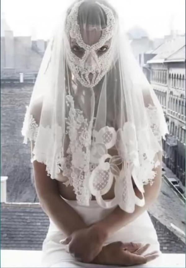 15 niestandardowych sukni ślubnych. Ciekawe, czy Panny Młode nie żałują swoich decyzji