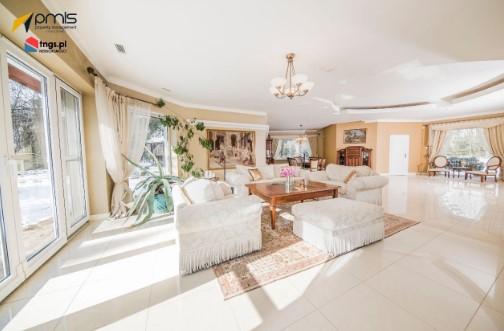Beata Kozidrak wystawiła na sprzedaż swój dom. Wnętrze urządzone jest z rozmachem