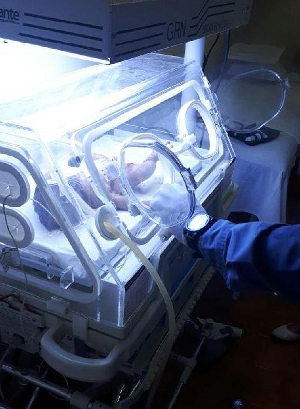 Zostali wezwani, by zbadać sprawę zakopanego noworodka. Gy odkopywali ciałko, usłyszeli płacz
