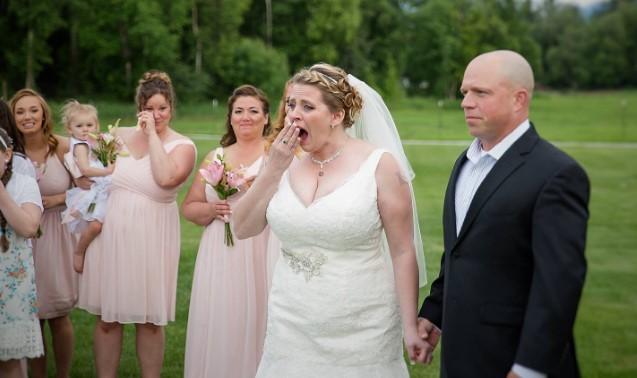 Ceremonia ślubna nagle została przerwana. Pan Młody dał żonie prezent, na widok którego oniemiała