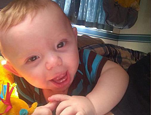 Matka zgłosiła porwanie 6-miesięcznego synka. Policja znalazła jego małe ciało – paliło się