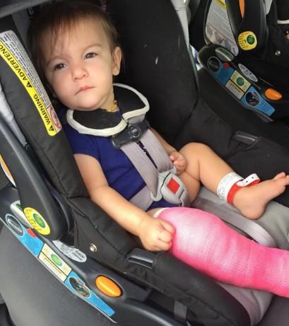 Udostępniła zdjęcie z córeczką sekundę przed tragedią, która wydarzyła się na zjeżdżalni
