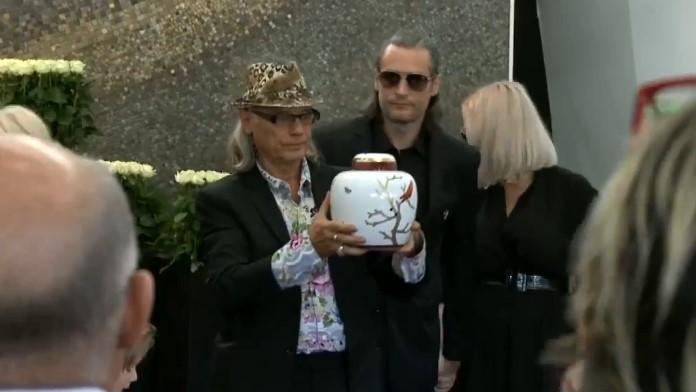 O godzinie 11 odbył się pogrzeb Kory. Na uroczystości zebrały się tłumy