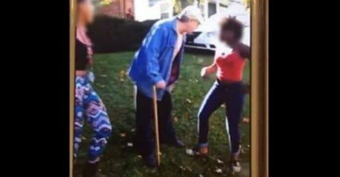 Nastolatki zaatakowały staruszka. Podpierający się laską 62-latek nie miał szans z nimi
